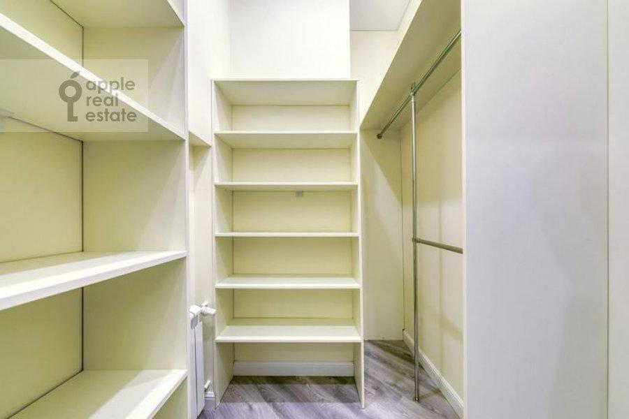 Walk-in closet / Laundry room / Storage room of the 4-room apartment at Nikitskiy bul'var 12