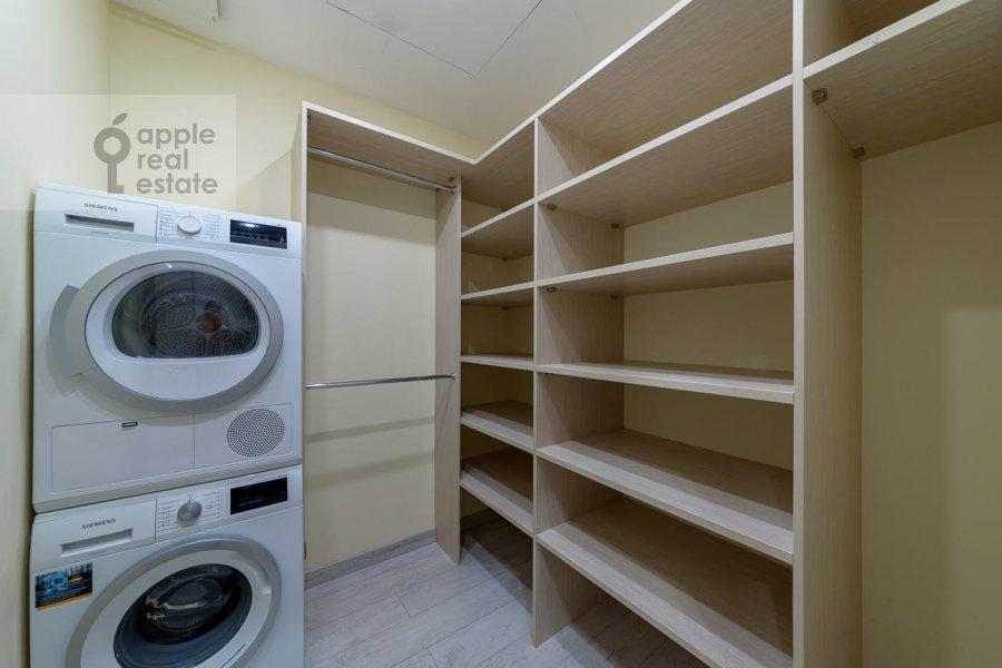 Walk-in closet / Laundry room / Storage room of the 4-room apartment at Mytnaya ulitsa 7s1
