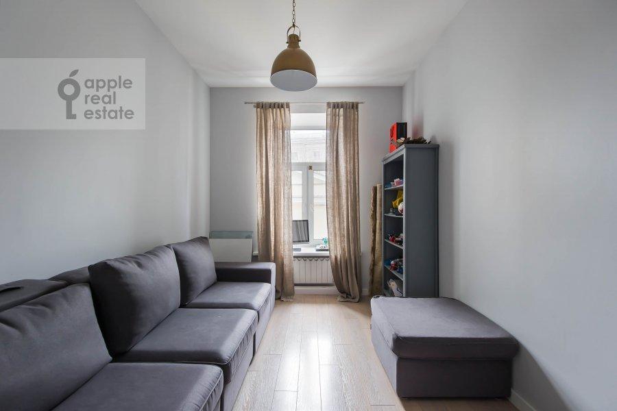 Детская комната / Кабинет в 3-комнатной квартире по адресу Спиридоньевский переулок 5С2