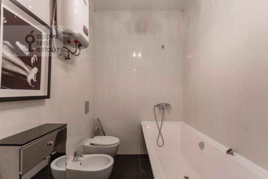 Bathroom of the 3-room apartment at ulitsa Presnenskiy Val 16S3