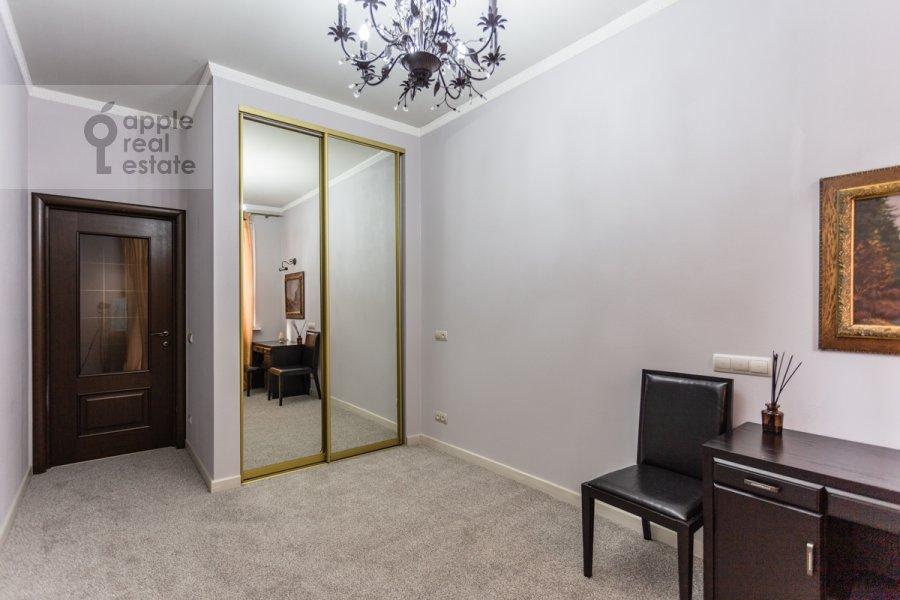 Children's room / Cabinet of the 3-room apartment at ulitsa Presnenskiy Val 16S3