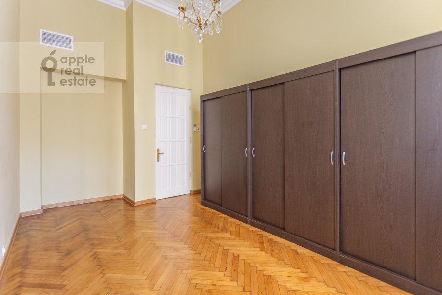 Спальня в 6-комнатной квартире по адресу Староконюшенный переулок 5/14