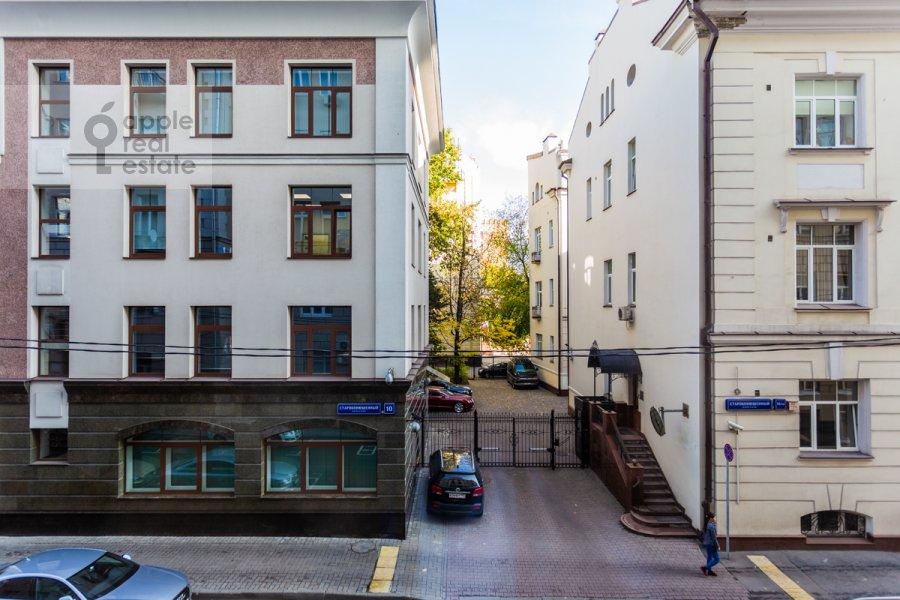 Вид из окна в 6-комнатной квартире по адресу Староконюшенный переулок 5/14
