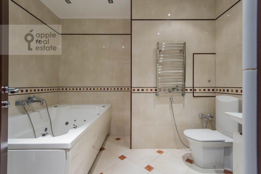 Bathroom of the 2-room apartment at Leninskiy prospekt 106k1