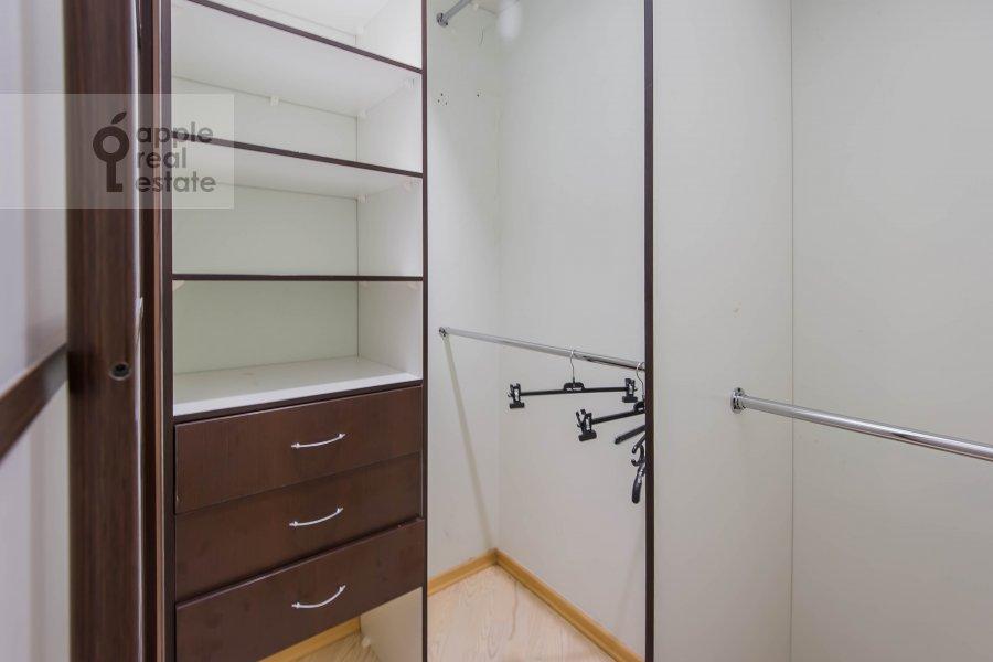 Гардеробная комната / Постирочная комната / Кладовая комната в 2-комнатной квартире по адресу Ленинский проспект 106к1