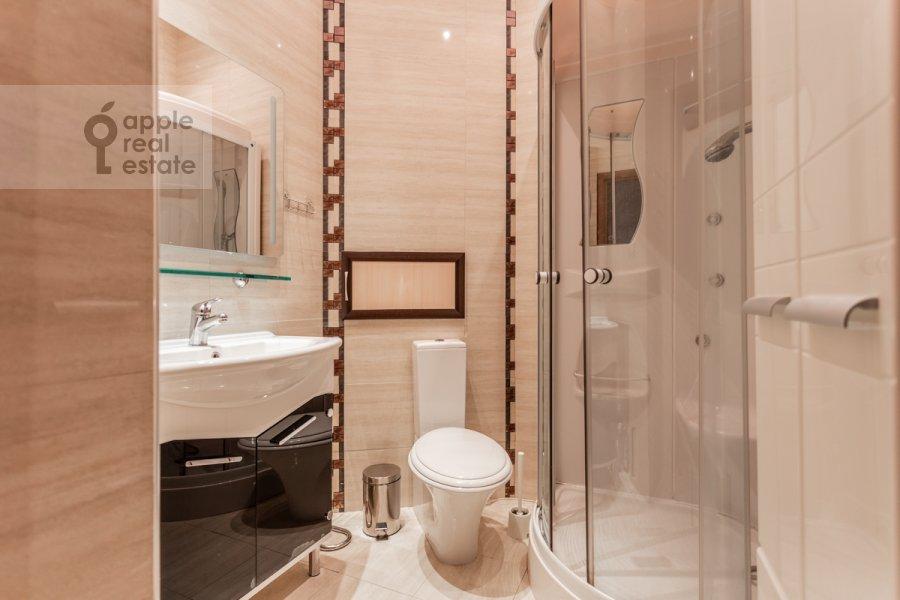 Bathroom of the 5-room apartment at Malaya Molchanovka 8S2