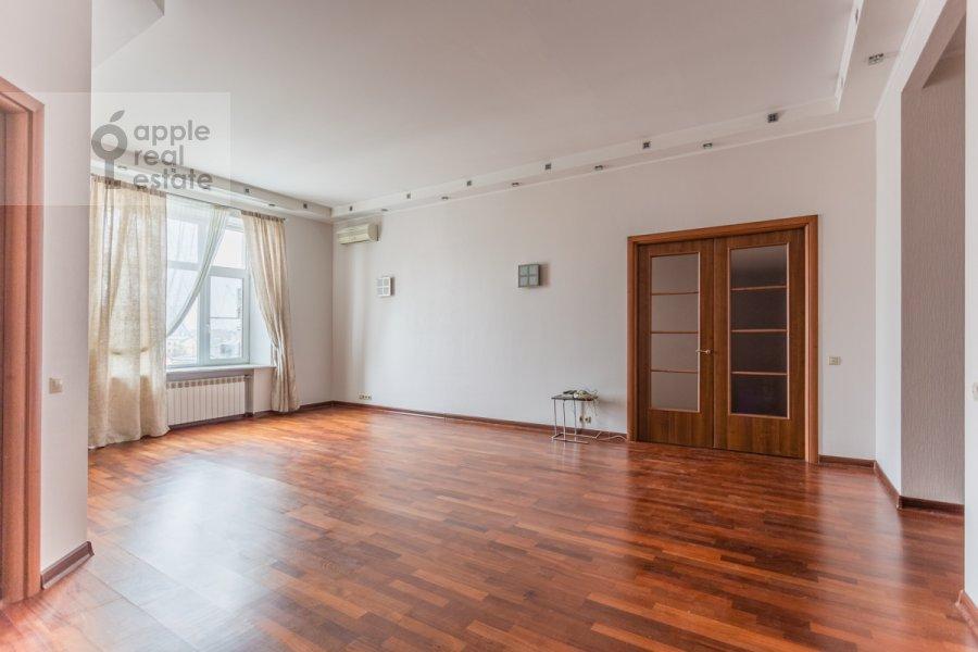 Living room of the 5-room apartment at Malaya Molchanovka 8S2
