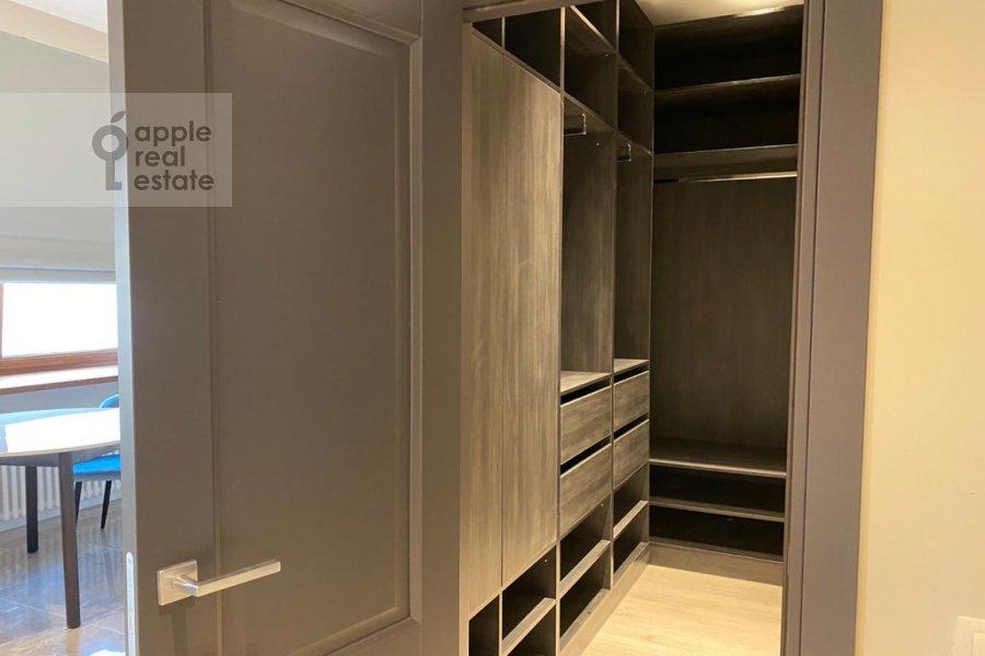 Гардеробная комната / Постирочная комната / Кладовая комната в квартире-студии по адресу переулок Красина 16с1