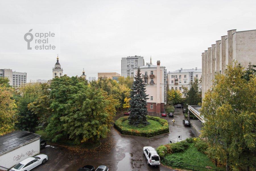 Вид из окна в 2-комнатной квартире по адресу Новый Арбат 32