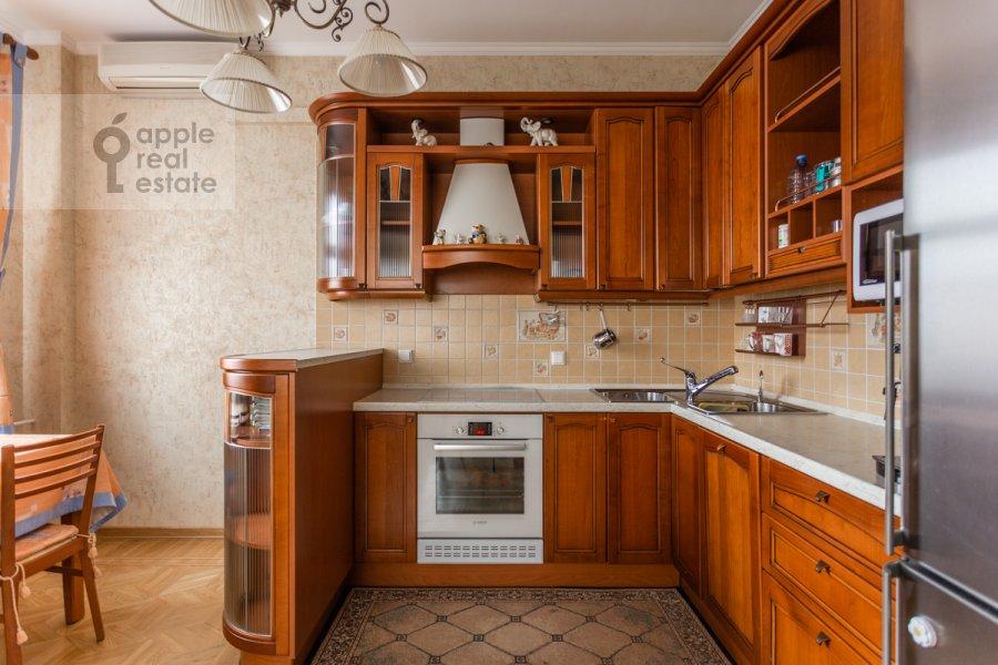 Кухня в 4-комнатной квартире по адресу 1-й переулок Тружеников 12 с 3