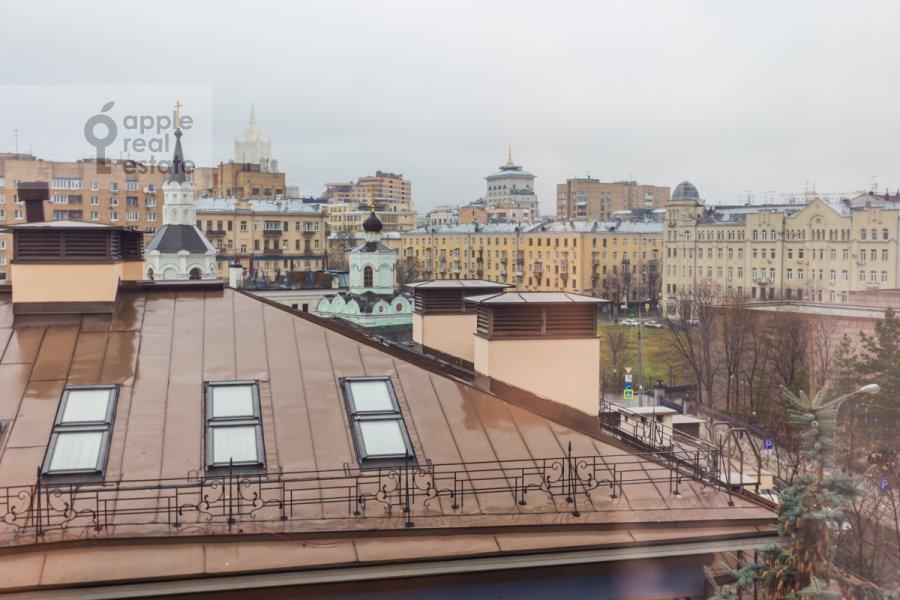 Вид из окна в 4-комнатной квартире по адресу 1-й переулок Тружеников 12 с 3