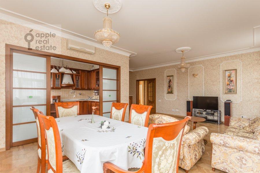 Гостиная в 4-комнатной квартире по адресу 1-й переулок Тружеников 12 с 3