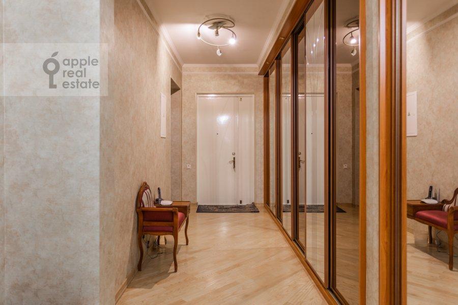 Corridor of the 4-room apartment at 1-y pereulok Truzhenikov 12 s 3