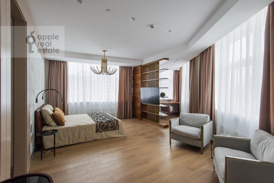 Bedroom of the 2-room apartment at Novyy Arbat 32