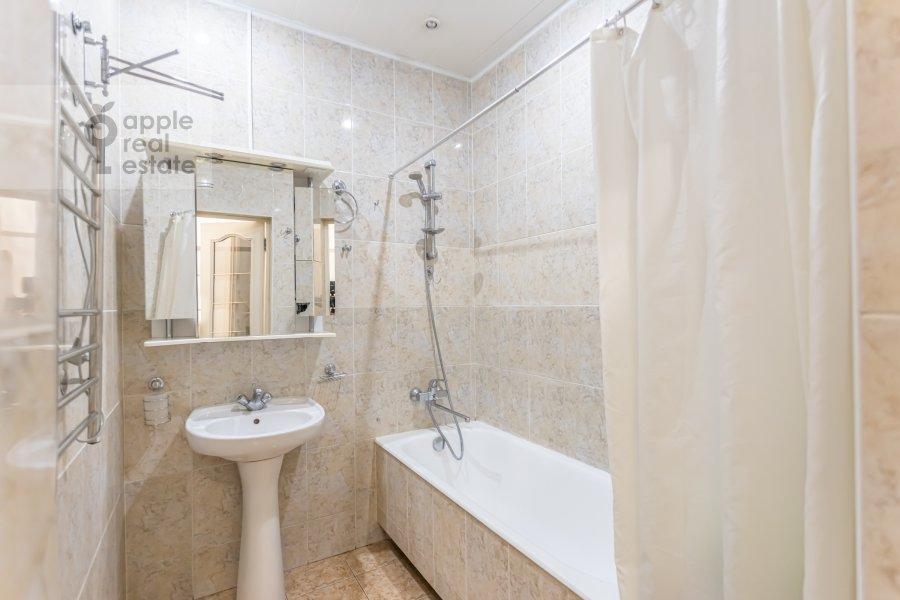 Bathroom of the 2-room apartment at Lesnaya ulitsa 4s1