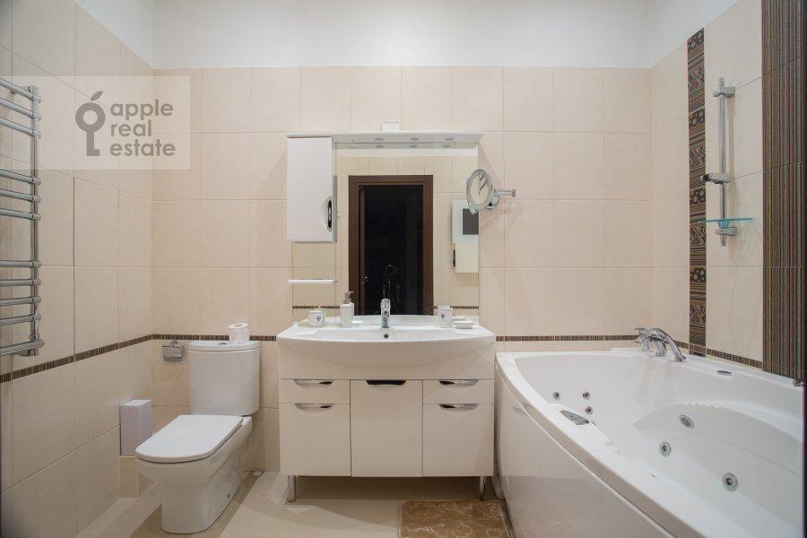 Bathroom of the 3-room apartment at Krylatskie Kholmy ul. 33k1