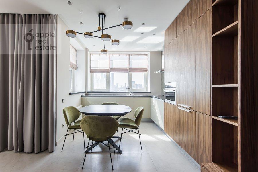 Кухня в 3-комнатной квартире по адресу Новый Арбат 32