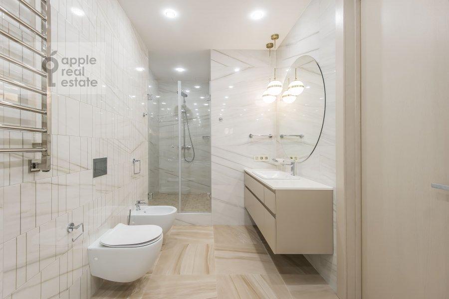 Санузел в 3-комнатной квартире по адресу Новый Арбат 32