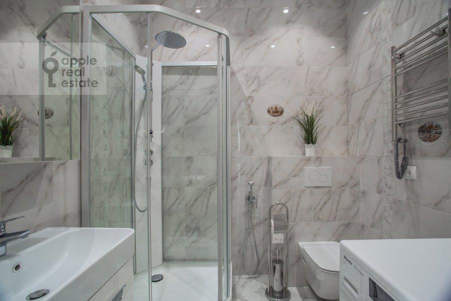 Bathroom of the 4-room apartment at Shelepikhinskaya naberezhnaya 34k2