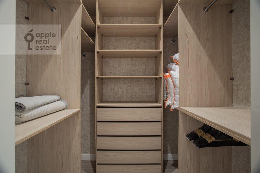 Walk-in closet / Laundry room / Storage room of the 4-room apartment at Shelepikhinskaya naberezhnaya 34k2
