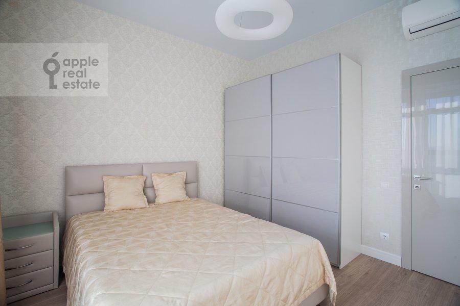 Bedroom of the 4-room apartment at Shelepikhinskaya naberezhnaya 34k2