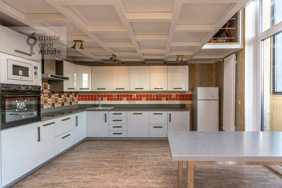 Kitchen of the 6-room apartment at Shelepikhinskaya nab 34