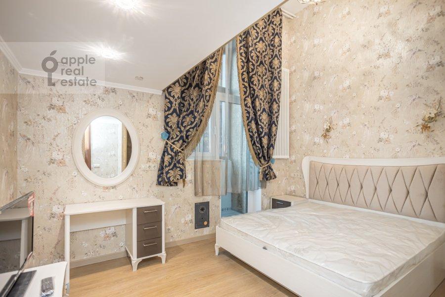 Bedroom of the 6-room apartment at Shelepikhinskaya nab 34