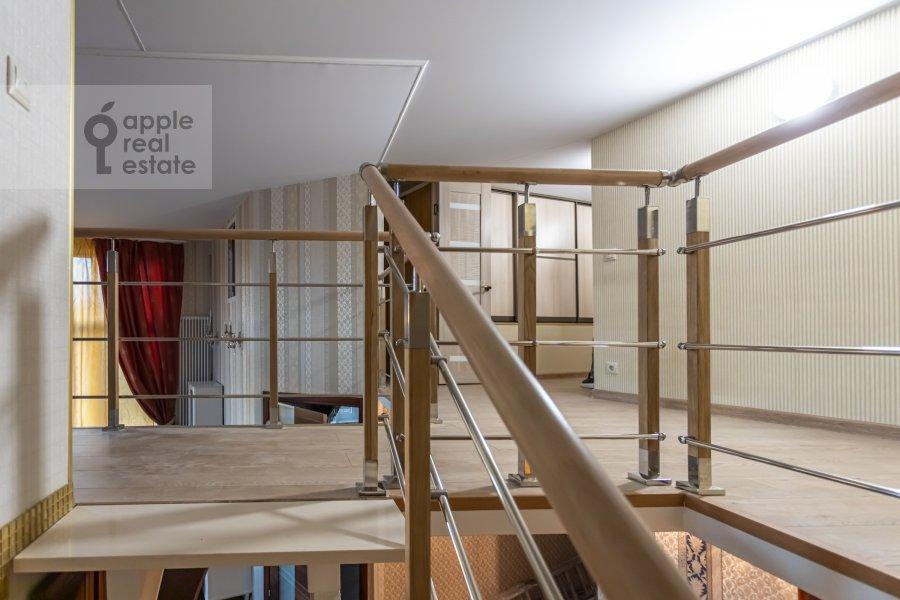 Corridor of the 6-room apartment at Shelepikhinskaya nab 34