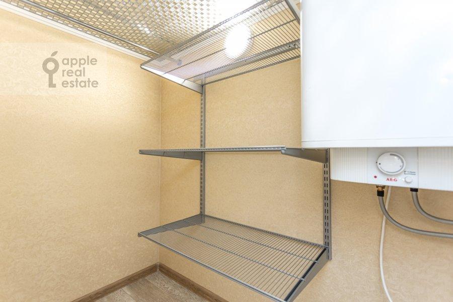 Walk-in closet / Laundry room / Storage room of the 6-room apartment at Shelepikhinskaya nab 34