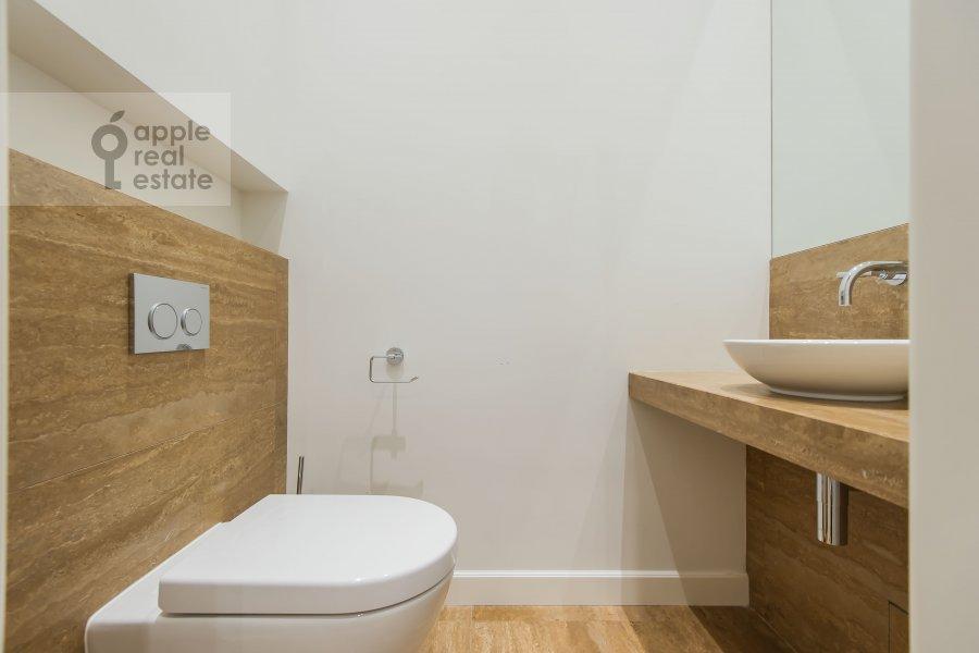 Bathroom of the 2-room apartment at Nikol'skaya ul., 10/2S2b