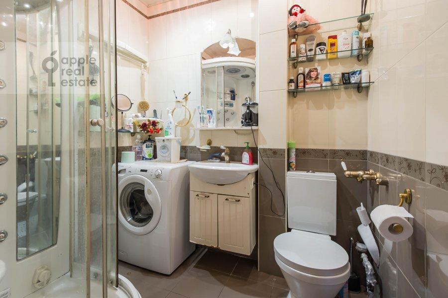 Bathroom of the 3-room apartment at Bol'shaya Sadovaya ulitsa 3s1
