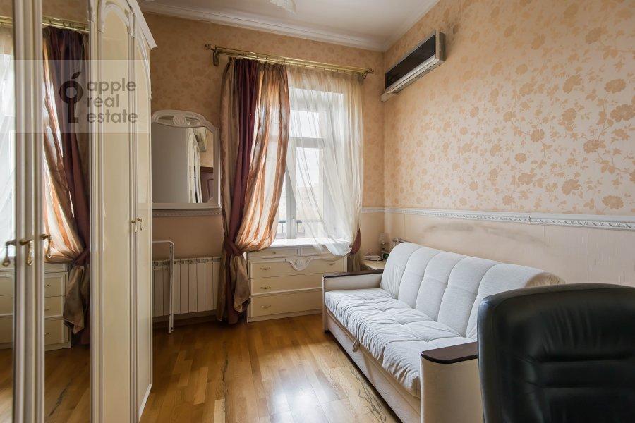 Children's room / Cabinet of the 3-room apartment at Bol'shaya Sadovaya ulitsa 3s1