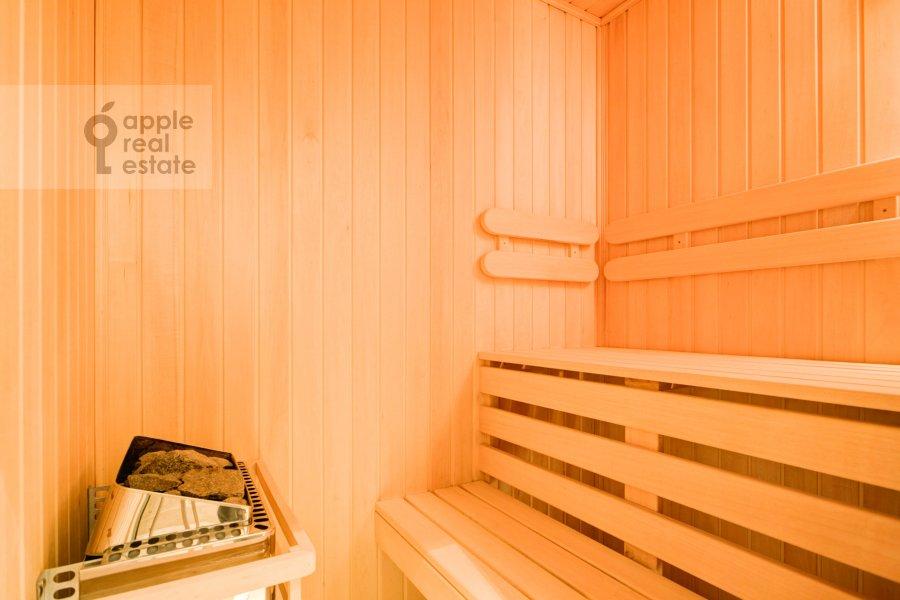 Bathroom of the 3-room apartment at Pogorel'skiy pereulok 6