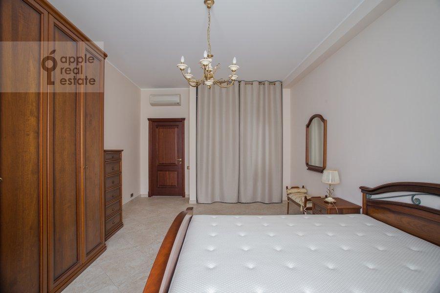 Bedroom of the 3-room apartment at Ozerkovskaya naberezhnaya 26