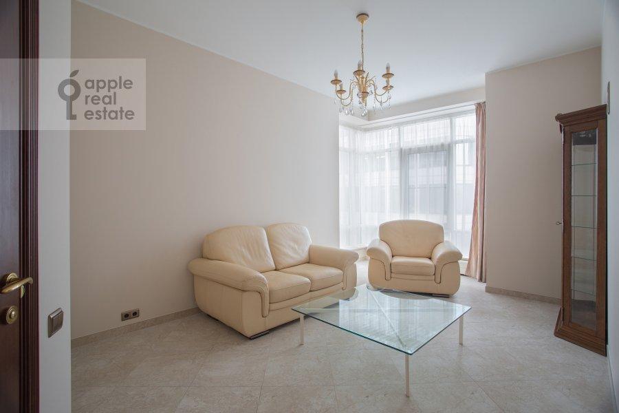 Children's room / Cabinet of the 3-room apartment at Ozerkovskaya naberezhnaya 26