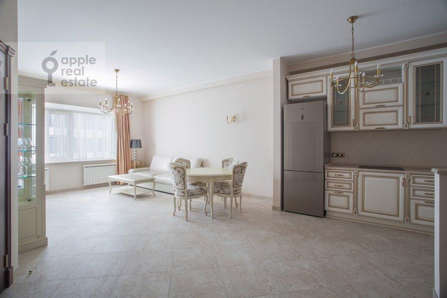 Living room of the 3-room apartment at Ozerkovskaya naberezhnaya 26