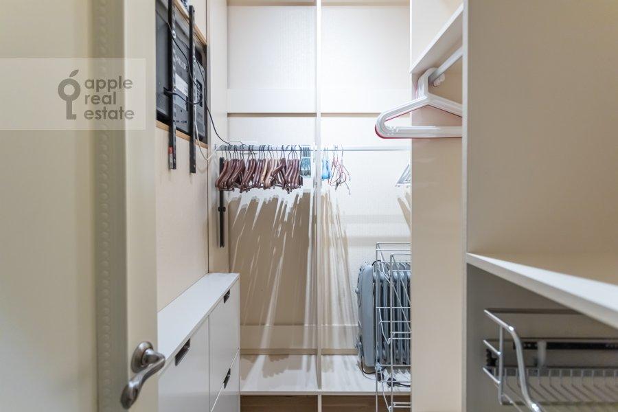 Гардеробная комната / Постирочная комната / Кладовая комната в 3-комнатной квартире по адресу Кочновский проезд 4