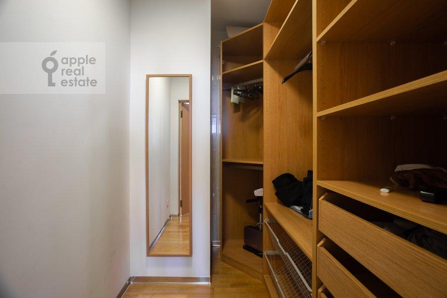 Гардеробная комната / Постирочная комната / Кладовая комната в 4-комнатной квартире по адресу Можайское ш 6