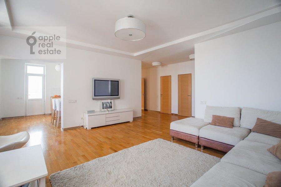 Гостиная в 4-комнатной квартире по адресу Можайское ш 6