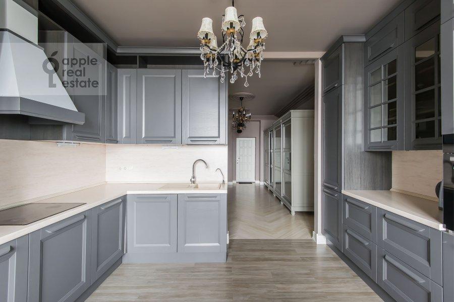 Кухня в 4-комнатной квартире по адресу Расплетина 21
