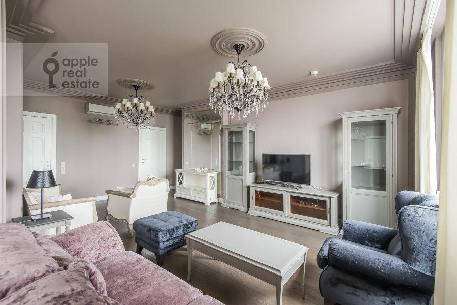 Гостиная в 4-комнатной квартире по адресу Расплетина 21