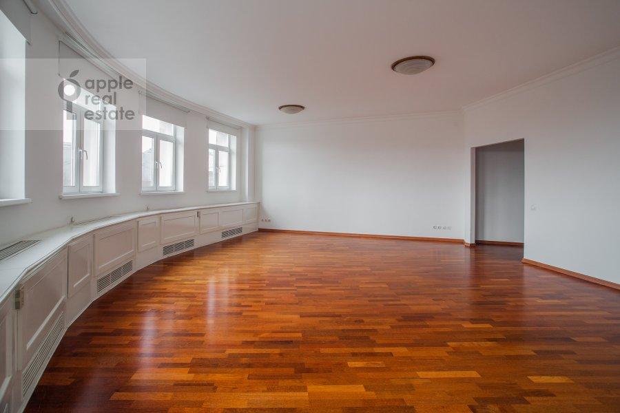 Living room of the 4-room apartment at Tsvetnoy bul'var 16/1
