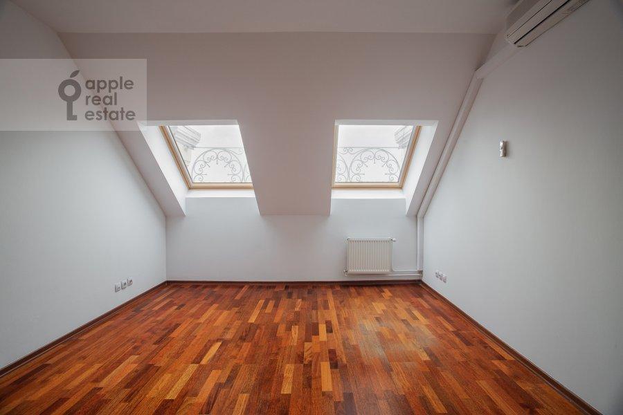 Bedroom of the 4-room apartment at Tsvetnoy bul'var 16/1