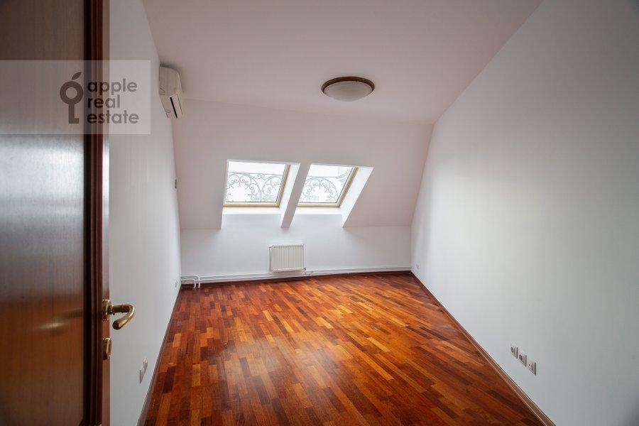 Children's room / Cabinet of the 4-room apartment at Tsvetnoy bul'var 16/1