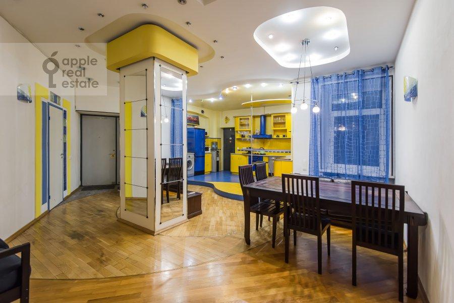 Гостиная в 4-комнатной квартире по адресу 1-я Брестская ул. 36