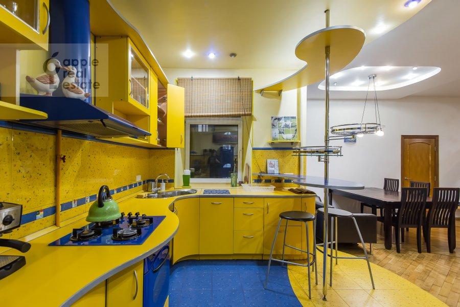 Кухня в 4-комнатной квартире по адресу 1-я Брестская ул. 36