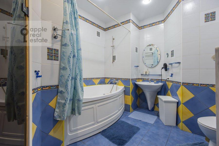 Санузел в 4-комнатной квартире по адресу 1-я Брестская ул. 36