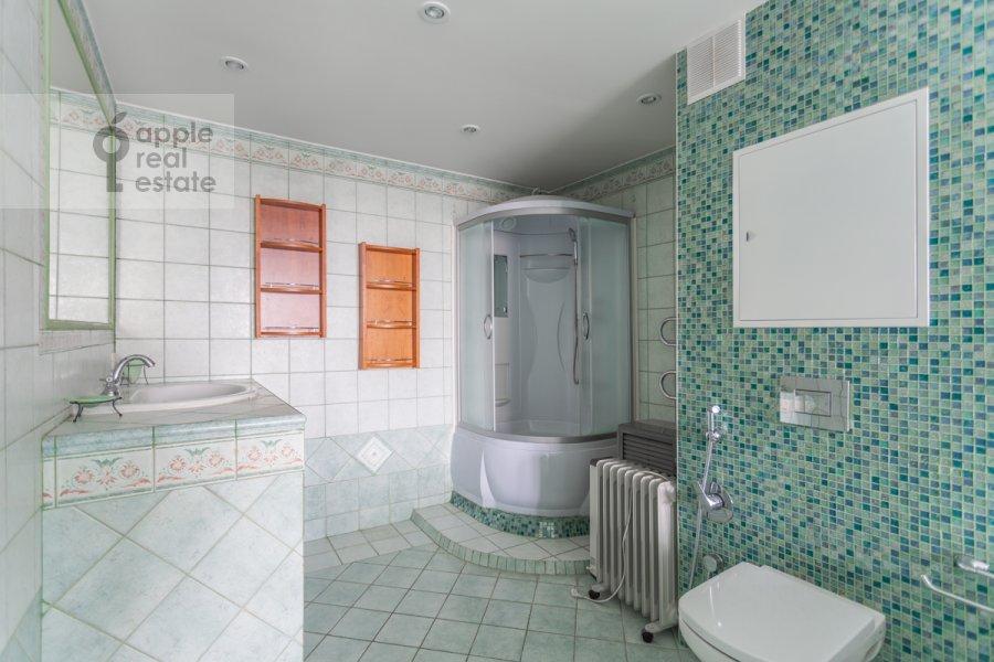 Санузел в 4-комнатной квартире по адресу Оршанская улица 9
