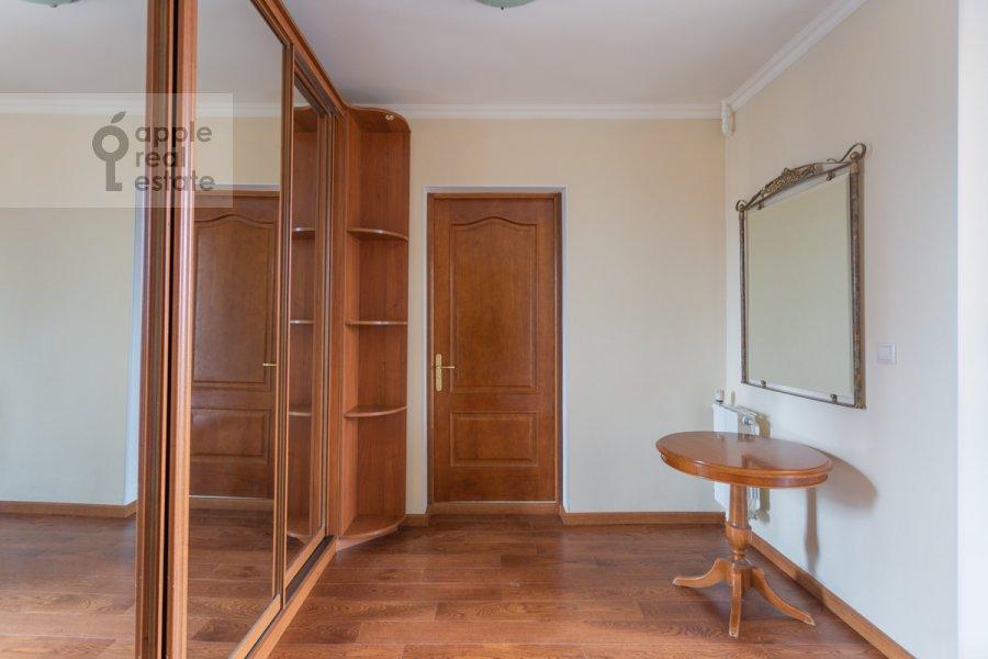 Гардеробная комната / Постирочная комната / Кладовая комната в 4-комнатной квартире по адресу Оршанская улица 9