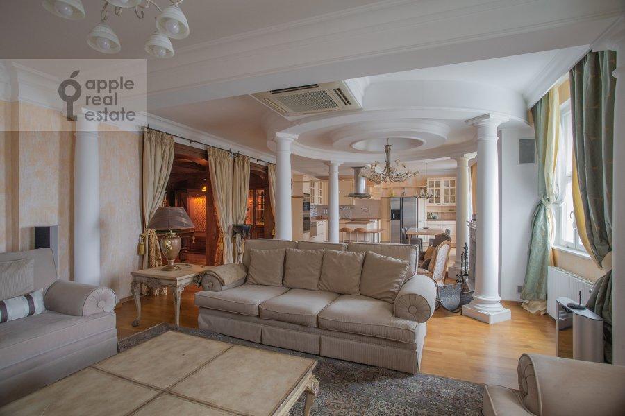 Living room of the 6-room apartment at Michurinskiy prospekt 29